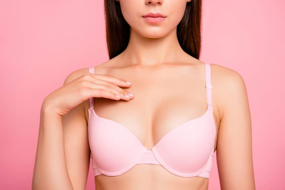 Nos 10 conseils pour avoir une belle poitrine
